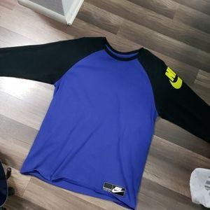 👉🏻 Nike purple and black baseball style Tee 👈🏻
